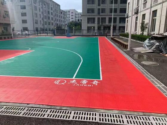 万华集团职工之家室外软塑蓝球场及健身房